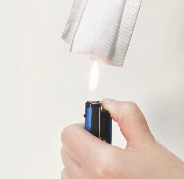 В настоящем защитном изделии средний слой пропитан специальным раствором, благодаря которому материал не горит, а тлеет.